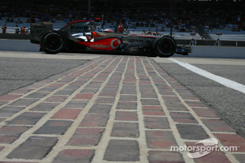 Feature at Start / Finish Line, Fernando Alonso, McLaren Mercedes, MP4-22