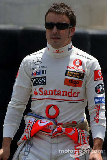 Fernando Alonso, McLaren Mercedes, Pitlane, Box, Garage