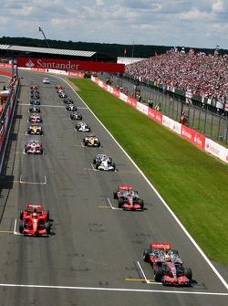 Start, Lewis Hamilton, McLaren Mercedes, MP4-22, Kimi Raikkonen, Scuderia Ferrari, F2007, Fernando Alonso, McLaren Mercedes, MP4-22