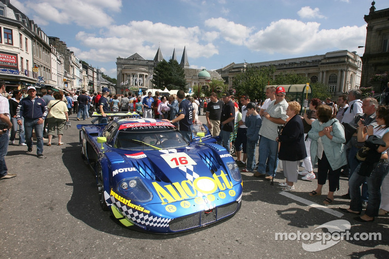#16 JMB Racing Maserati MC 12 GT1: Ben Aucott, Philipp Peter, Marino Franchitti, Joe Macari