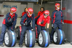 Audi mechanics with new tyres in tyre warmers