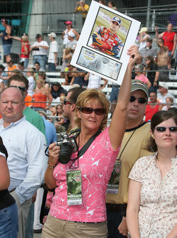Fans at qualifying