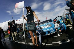 Alain Menu, Team Chevrolet, Chevrolet Lacetti, grid girl