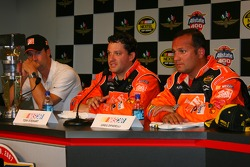 Post-race press conference: race winner Tony Stewart with Greg Zipadelli