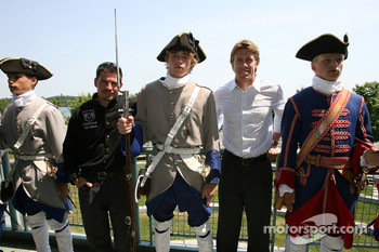 Pre-event press conference: Patrick Carpentier and Carl Edwards pose with 18th century Nouvelle-France soldiers