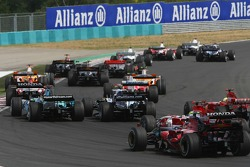 Start: Jenson Button, Honda Racing F1 Team, RA107 and Alexander Wurz, Williams F1 Team, FW29 battle