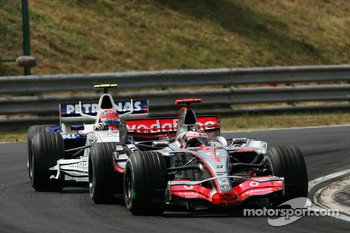 Fernando Alonso, McLaren Mercedes, MP4-22 and Robert Kubica, BMW Sauber F1 Team, F1.07