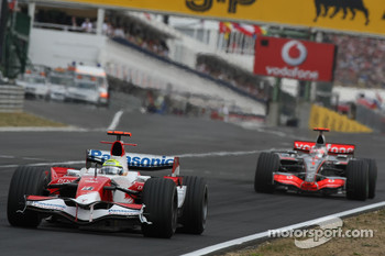 Ralf Schumacher, Toyota Racing, TF107 and Fernando Alonso, McLaren Mercedes, MP4-22