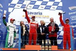 Podium: race winner Justin Wilson with Jan Heylen and Bruno Junqueira