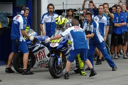 Valentino Rossi changes for his dry tires bike