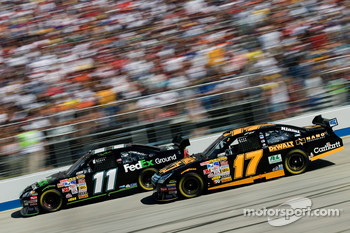 Matt Kenseth passes Denny Hamlin for the lead