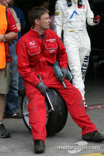 Land Motorsport team member waits for a pitstop