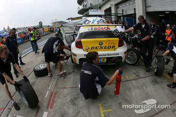 Pitstop for #263 Motorsport Arena Oschersleben BMW 120d: Stian Sorlie, Jrg Viebahn, Kai Riemer, Torsten Schubert
