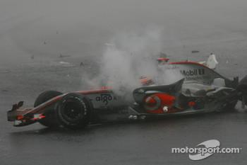 Fernando Alonso, McLaren Mercedes, crashes