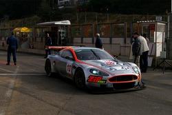 Gigawave Motorsport Aston Martin DBR9: Luke Hines, Philipp Peter