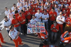 Ducati Marlboro group shot: Loris Capirossi receives a farewell gift from Ducati Marlboro team members