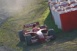 Michael Schumacher, Test Driver, Scuderia Ferrari, F2007, drives into the gravel