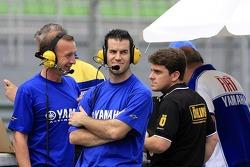 Yamaha crews at the pitwall
