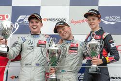 Podium: winner Felix Rosenqvist, Prema Powerteam, second place Nick Cassidy, Three Bond with T-Sport, third place Callum Ilott, Carlin