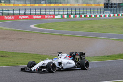 Valtteri Bottas, Williams FW37 with a puncture at the start of the race