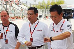 本田CEO八乡隆弘与本田运动部主管新井康久
