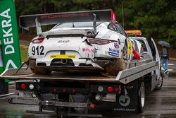 Crashed #912 Porsche Team North America Porsche 911 RSR: Jörg Bergmeister, Earl Bamber, Frédéric Makowiecki