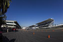 Inauguración del Autódromo Hermanos Rodríguez para el GP de México