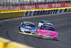 Greg Biffle, Roush Fenway Racing Ford and Dale Earnhardt Jr., Hendrick Motorsports Chevrolet