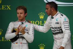 Podio: Segundo lugar Nico Rosberg, Mercedes AMG F1 W06 y Ganador de la Carrera y Campeón del Mundo Lewis Hamilton, Mercedes AMG F1