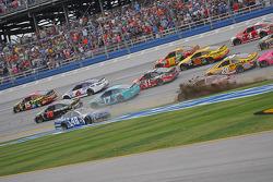 Restart: Jimmie Johnson, Hendrick Motorsports Chevrolet spins