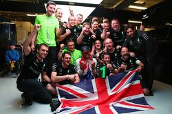 刘易斯·汉密尔顿,梅赛德斯车队,庆祝他第三个F1世界冠军