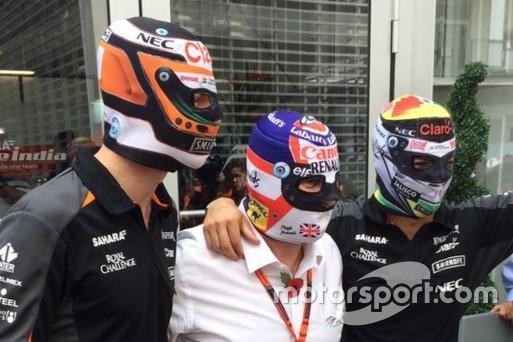 Nico Hulkenberg, Nigel Mansell y Sergio Pérez, con máscaras de luchadores