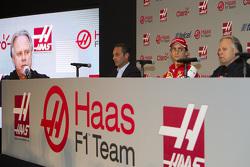 Carlos Slim, President of América Móvil, Esteban Gutiérrez, Haas F1 Team, Gene Haas, Owner of the team