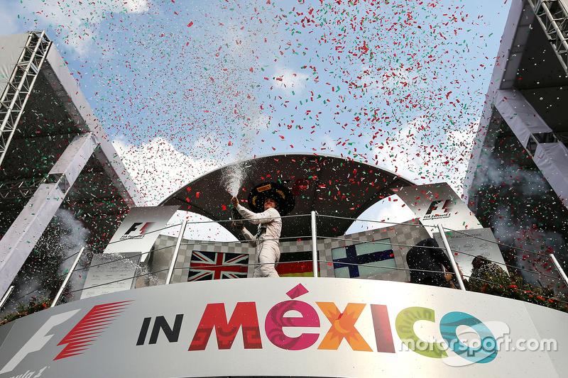 Podio: ganador de la carrera, Nico Rosberg, Mercedes AMG F1 W06