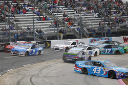 Aric Almirola, Richard Petty Motorsports Ford and Denny Hamlin, Joe Gibbs Racing Toyota
