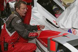 Oliver Jarviswith Ralf Jüttner, Team Director Audi Sport Team Joest