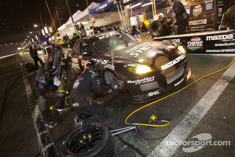 Pitstop for #70 SpeedSource Mazda RX-8: Nick Ham, David Haskell, Raphael Matos, Sylvain Tremblay