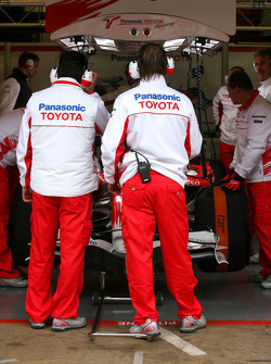 Toyota F1 Team mechanics
