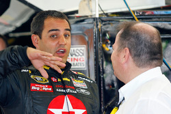 Juan Pablo Montoya talks with car owner Chip Ganassi
