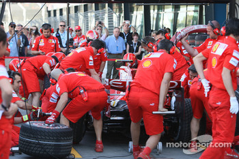 Scuderia Ferrari, F2008, practice pitstop