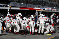 Pit stop for Jarno Trulli, Toyota Racing