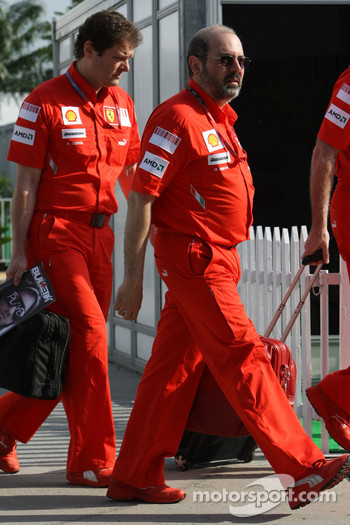 Gilles Simon, Scuderia Ferrari, Head of Engine Department and Aldo Costa, Scuderia Ferrari, Chief Designer