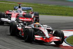 Lewis Hamilton, McLaren Mercedes,  Jarno Trulli, Toyota F1 Team