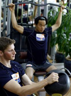 Renault F1 drivers training in Bahrain: Romain Grosjean, Renault R28 and Sakon Yamamoto, Renault R28 in the gym