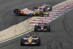 Fernando Alonso, Renault F1 Team, R28, Nelson A. Piquet, Renault F1 Team, R28 spins