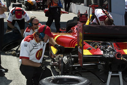 Justin's team gets ready for qualifying