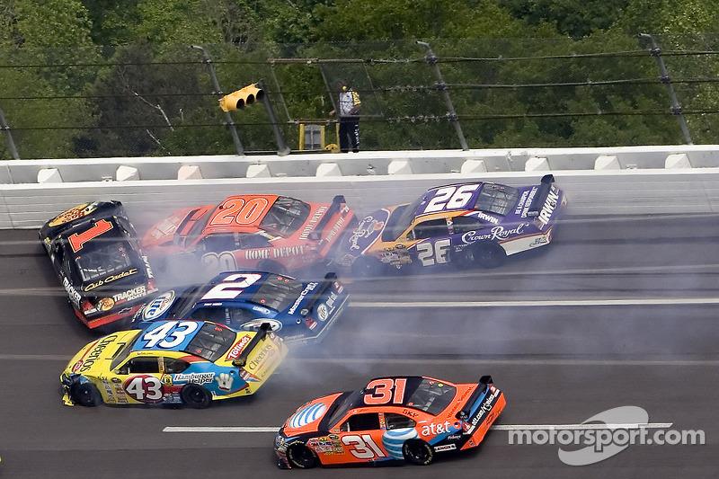 Frühjahr 2008: Crash mit Martin Truex Jr., Tony Stewart, Jamie McMurray