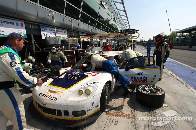 Pit stop for #73 Luc Alphand Aventures Corvette C6.R: Patrice Manopoulos, Jean-Luc Blanchemain, Sébastien Dumez