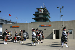 The Gordon Piper's make their way through Gasoline Alley