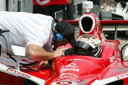 Brian Barnhart gives Scott Dixon qualifying instructions